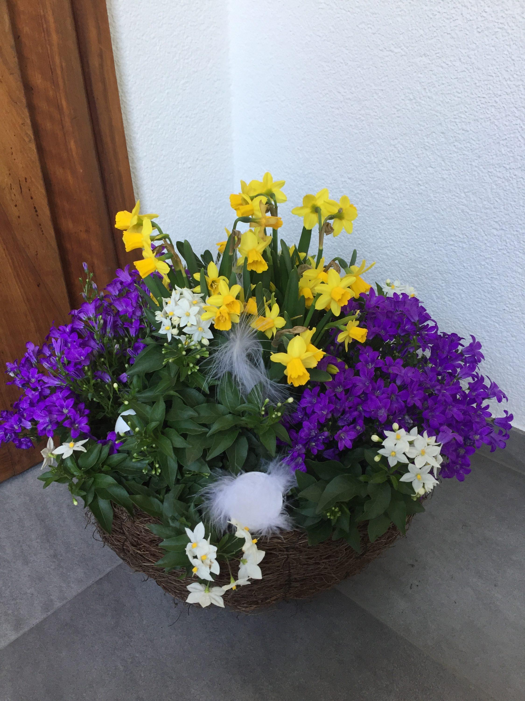 Bepflanzter Frühlingskorb